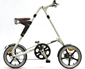 We use STRiDA folding bikes on the beCopenhagen architecture bike tour